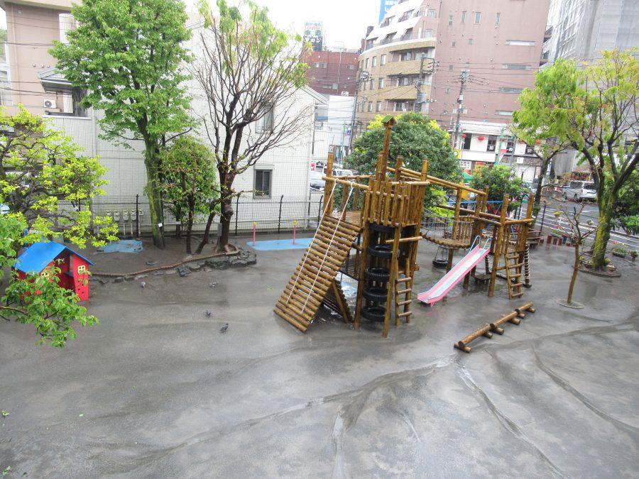 保育通信「雨の日の幼稚園」