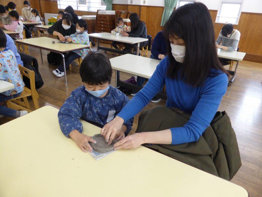 保護中: 年長児陶器製作